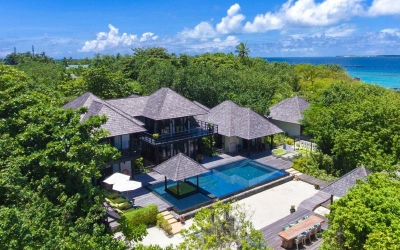 THREE BEDROOM ISLAND RESIDENCE WITH FAMILY POOL AND PRIVATE POOL Image
